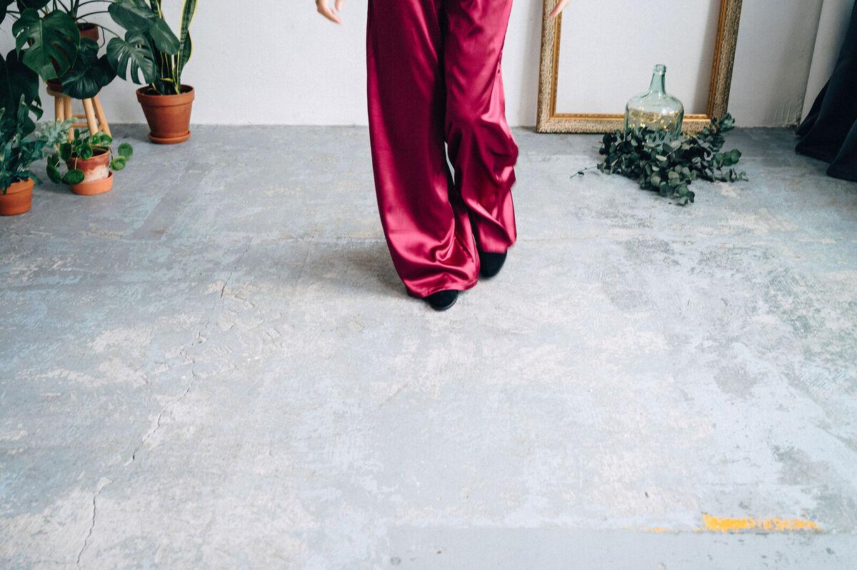 mujer  elegancia moda pantalones saten summer